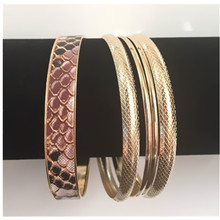 Amathing 5PCS In A Set Fashion Gold Color New Arrival Serpentine Bracelets for Women Vintage Circles Bangles XL0116