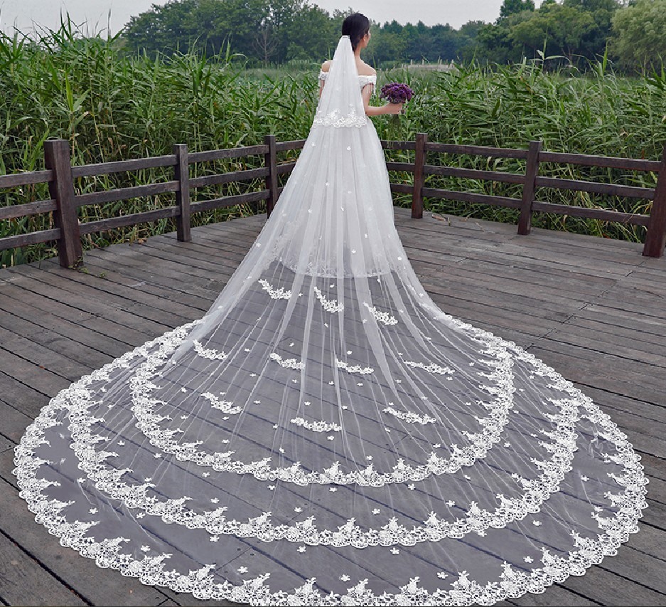 2018 New Hot Sale Luxury 5 Meters Full Edge With Lace Bling Sequins 3 Layers Long Wedding Veil With Comb White Ivory Bridal Veil