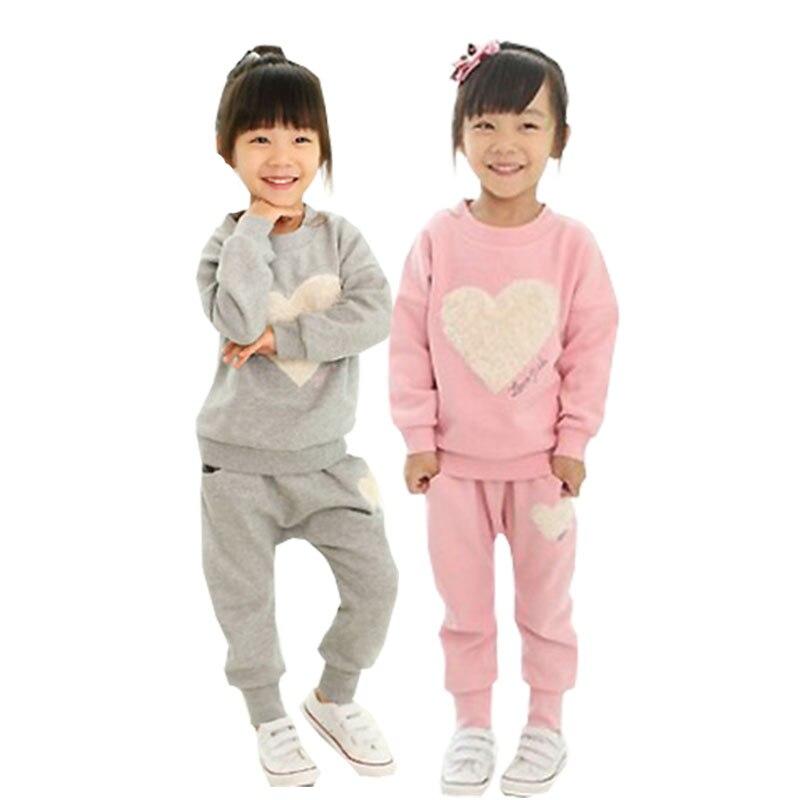 Roupa das meninas Two-piece Dos Desenhos Animados Coração-em forma de Impressão Longo-sleeved T-shirt Calças Sportswear Algodão 3-8 Y Criança Qualidade Roupas