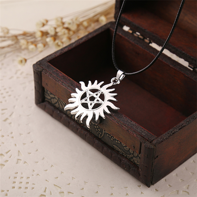 Super Natural Dean Pentagram Pentacle Sun and Star Silver Pendant & Necklace