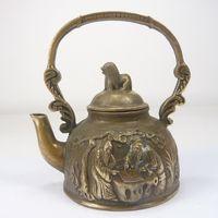 Escultura de cobre podem ser recolhidos pelo velho sob a árvore no bule Frete grátis