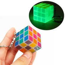 Magic Cube Mini Key chain  Cube 3 cm Portable Glow in Dark Puzzle  Cube Cool Children Toys Kids Gifts mini finger magic cube key chain