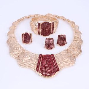Image 2 - Nuevos conjuntos de joyería de moda de Color dorado para boda, Gargantilla de cristal rojo, pendientes, pulsera, anillo, conjunto de joyería nupcial