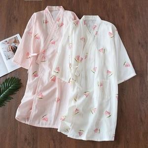 Image 1 - Novo fresco flores quimono roupões de banho das mulheres verão japonês 100% gaze algodão fino casual feminino roupão de noite