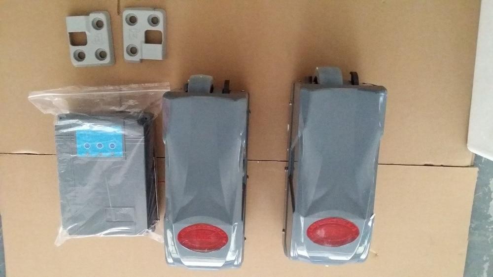 Ouvreur de porte d'oscillation de roue de vente chaude pour la porte 300KGs avec la boîte de contrôle et 2 contrôleurs à distance 220VAC/24VDC système de porte