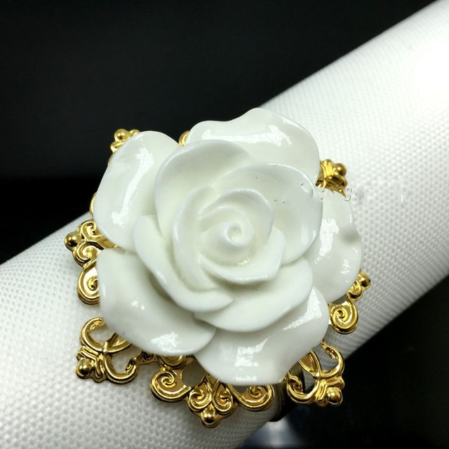 Elegant White Rose Flower Napkin Rings Gold Color Hoops Nice Looking Hotel Wedding Banquet Table