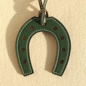 Image 3 - ออกแบบแบรนด์ที่มีชื่อเสียงหรูหรา Horse Hoof Horseshoe ของแท้หนังพวงกุญแจจี้ Key CHAIN ผู้หญิงกระเป๋า Charm อุปกรณ์เสริม