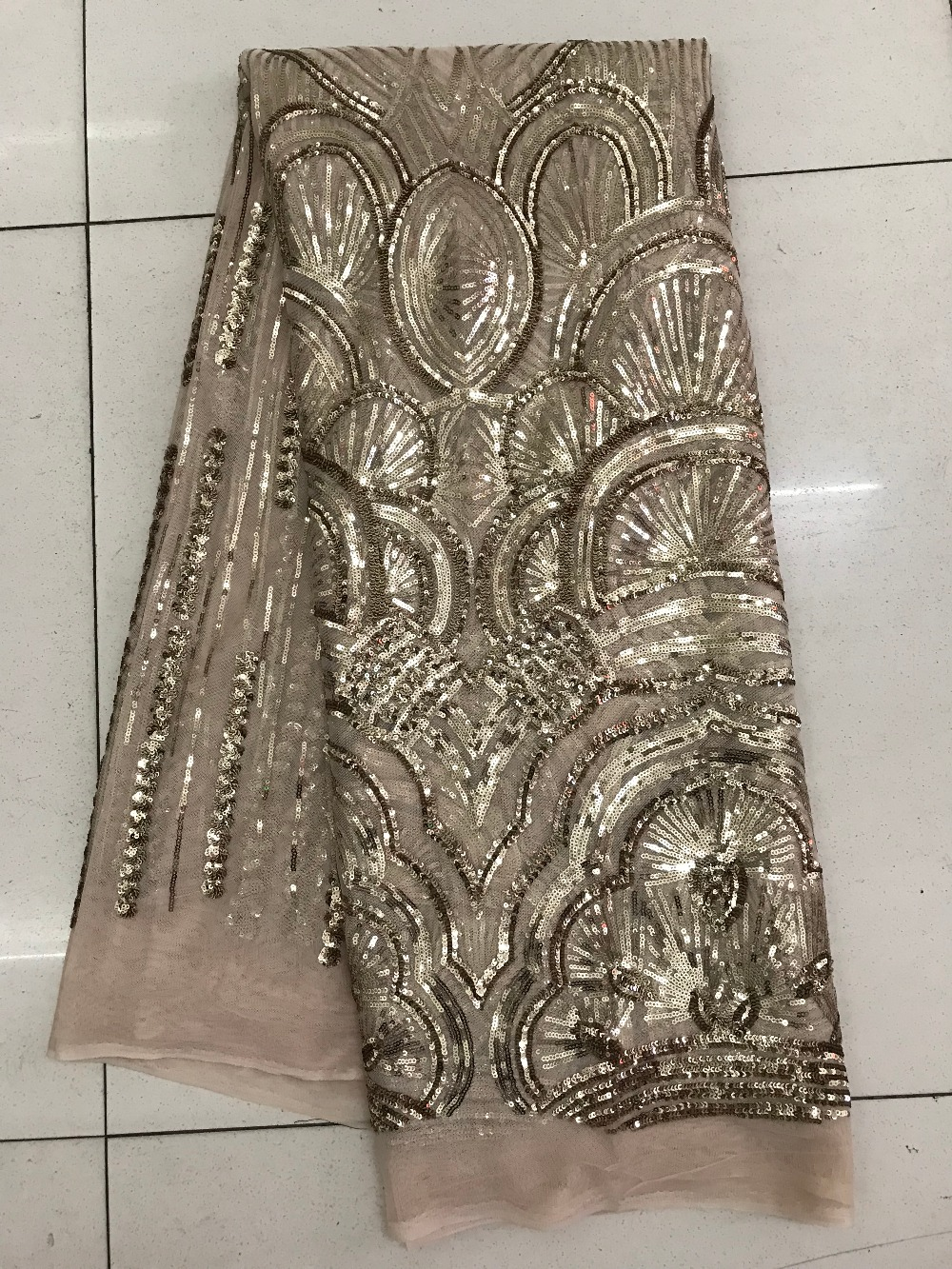 2018 Popular Design 5 Yards French Lace Fabric With Lot of Sequin Nigerian Design African Lace Fabric For Wedding Dress/Garment2018 Popular Design 5 Yards French Lace Fabric With Lot of Sequin Nigerian Design African Lace Fabric For Wedding Dress/Garment