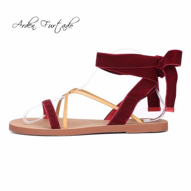 9b3c41c77ed Arden Furtado 2018 estate appartamenti cinturino alla caviglia sandali di  modo grigio bordeaux velluto gladiatore scarpe
