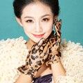 2017 chicas mujeres espectáculo Femenino dedo de piel de oveja de cuero genuino termal del invierno estampado de leopardo de moda mariposa guantes mitones