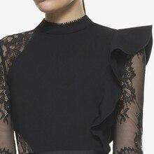 فستان أسود قصير بكرانيش وأكمام شيفون شفافة