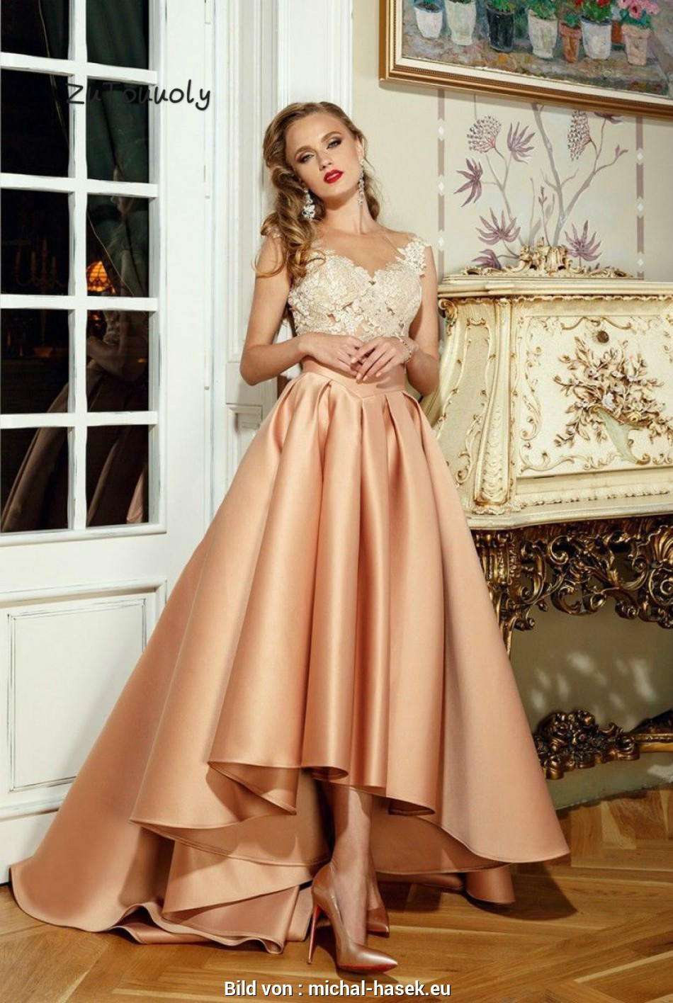 Elegant Rose Gold Asymmetrical Evening Dress Sheer Neck High Low Prom Dress  With Appliques Illusion Top Button Back Evening Gown