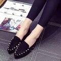 Мода весна и осень новый указал заклепки плоские ноги женщины повседневная черный квартиры sapatos femininos прохладный отдых леди серые туфли