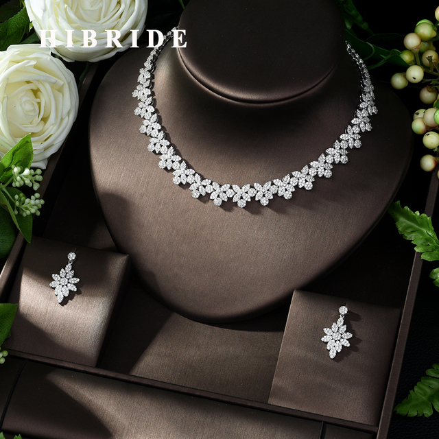 HIBRIDE Hot Selling Elegant Noble Clear Bright CZ Leaf Pendant White Color Charm Choker Necklace for Bridal Wedding N 1008