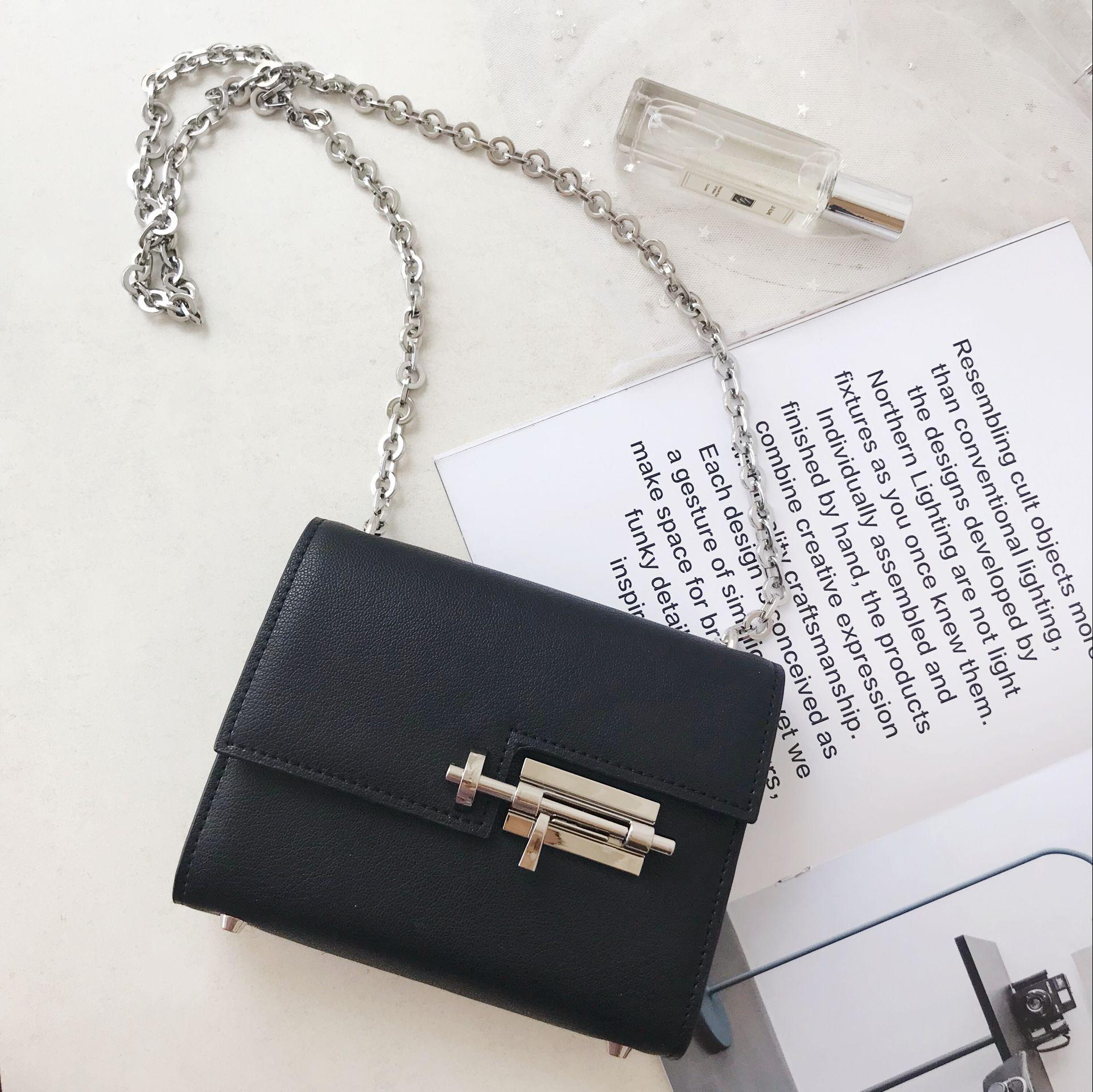 Marka prawdziwe skórzane Crossbody torba na co dzień torby na ramię srebrne łańcuszki czarny flap torba Bolsa Sac zachód projektanci Mini torby w Torebki na ramię od Bagaże i torby na  Grupa 3