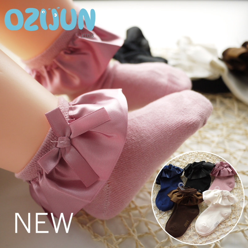 One Pairs Sweet Girls Kids Frilly Satin Lace Bawełniane skarpetki Princess Lace Bow Miękkie wykończenia Baby Maluch Krótkie skarpetki Wysokiej jakości