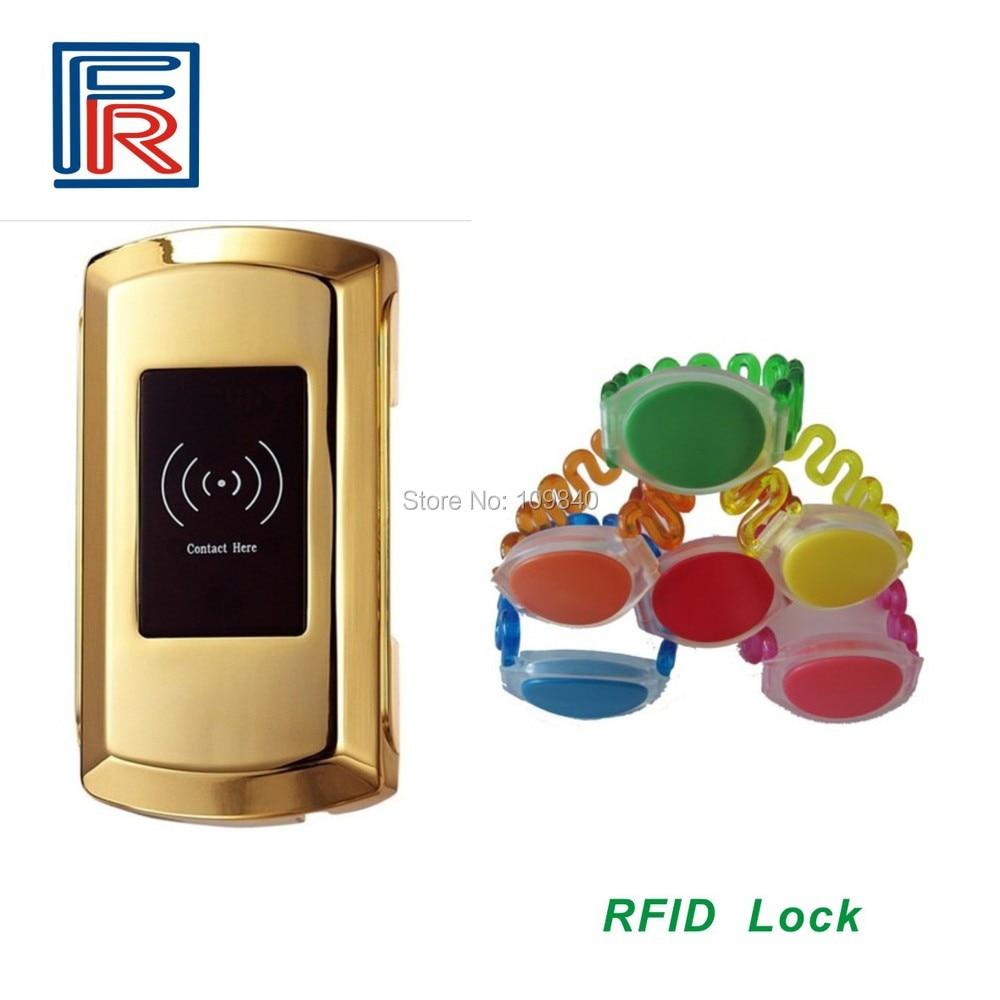 все цены на 100pcs 13.56MHz Rfid waterproof  wristband Digital Lock For Sauna Spa Swimming Pool Gym Electronic Cabinet Lockers онлайн