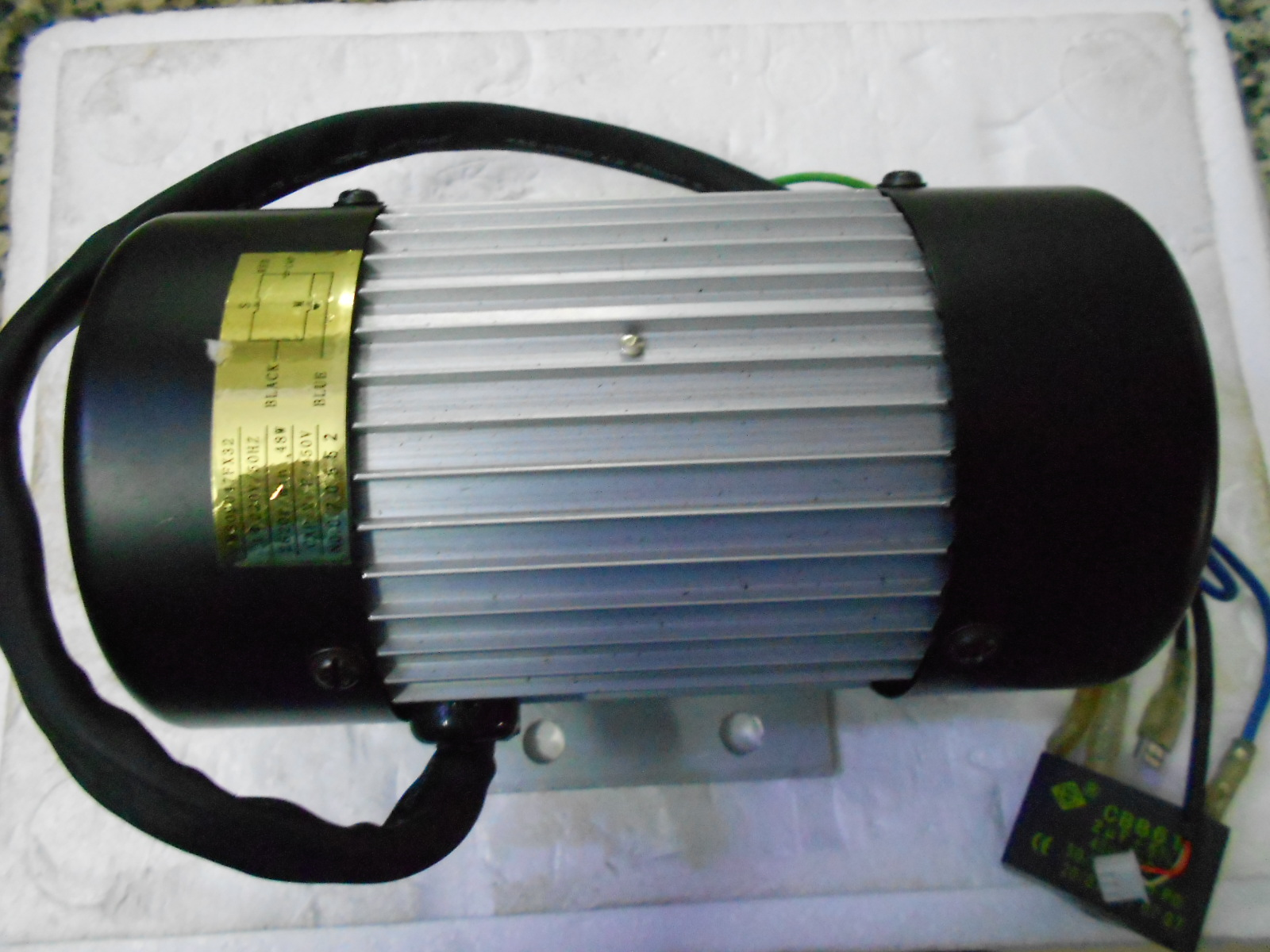 220 V 50Hz 48 W masseur moteur diamètre 10 cm, longueur 18.5 cm avec 450 v, condensateur 2 uf