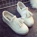 Franja mocasines resbalón de las mujeres zapatos casuales de la moda 2017 de las señoras zapatos sólidos zapatos blancos y negros súper estrella de zapatos chaussure femme