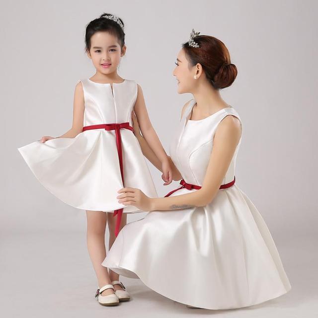 תינוק בת משפחת שמלת התאמת תלבושות שרוולים כדור שמלת יום הולדת מסיבת חתונת אמא בנות שמלת ערב Y937