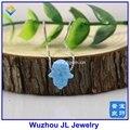 Envío gratis sintético opal hamsa collar de fuego azul claro op06 mano forma de colgante con cadena de plata