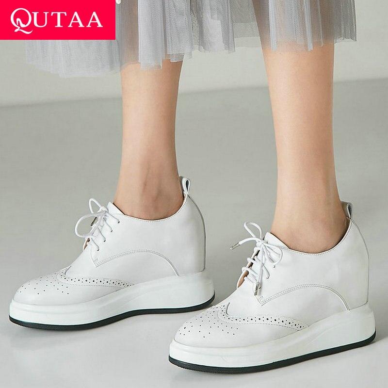 QUTAA 2020 kobiety pompy koronka Up buty na koturnie szpilki wszystko mecz buty skóra bydlęca + pu okrągłe Toe moda kobiety pompy rozmiar 34 39 w Buty damskie na słupku od Buty na  Grupa 1