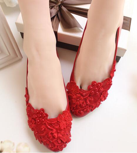 790179cb27a Flower Pearl Wedding Shoes Red and White Flat Handmade Wedding Shoes Bride Bridesmaid  Shoes Formal Dress Wedding Dress Flats-in Women s Vulcanize Shoes from ...
