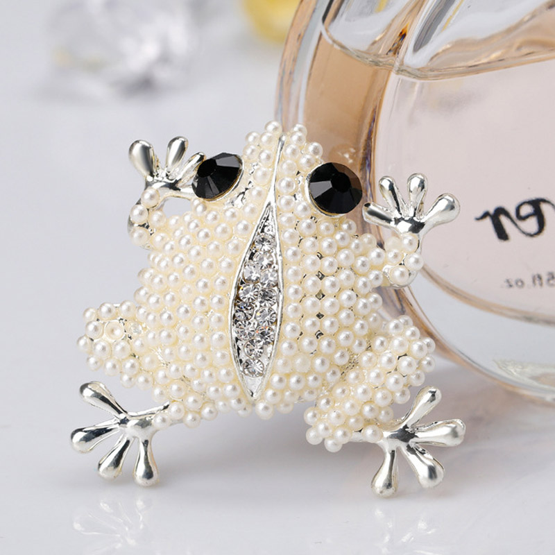 Dream Candy Creative Full Pearl Frog Brooches for Women Animal Corsage Brooch Trendy Jewelry Backpack Accessories 2019 Hot Sale in Brooches from Jewelry Accessories