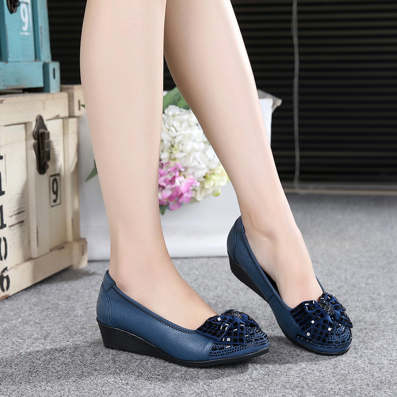 Un Black blue Chaussures Profonde Avec Confortable Femmes Peu Printemps Mère Personnes Doux Cuir En Forage Et Automne Unique Âgées Casual Bouche Les 0qwIZ1R