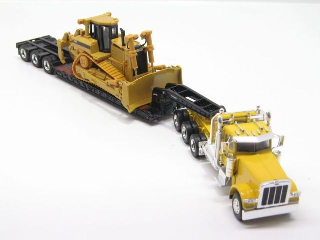 Norscot Peterbilt 389 with Trail King Lowboy Trailer with Cat D8R load 1:50