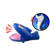 Funny 22CM Gags Practical Jokes toy shark dentist parent-child funny game Family interactive toy Gift For boy girl Kids children fashion novelty gags toy hat cartoon chameleon lizard jokes cap masquerade christmas decoration props kids adult practical toy