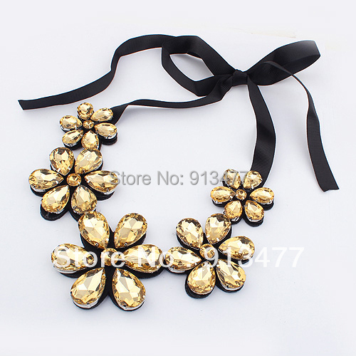 2012 New Arrival Unique Attractive Gold Plated Fashion Choker Bib Flower White Tawny Statement Necklaces for women