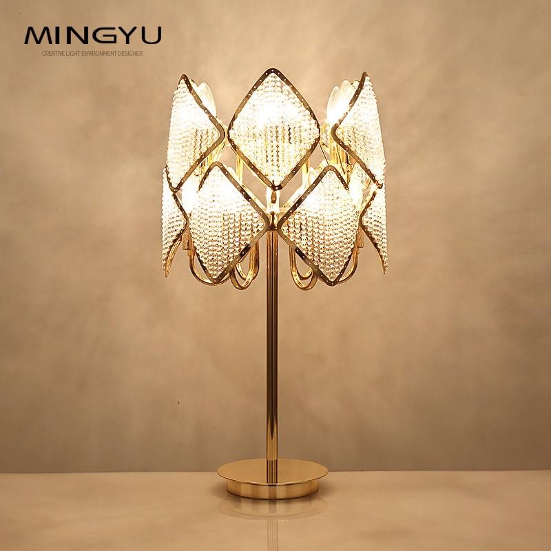 Moderne chambre Table de chevet lampe Foyer Art décoration lumière couleur or lampes de Table E14 ampoule LED à la main perlé abat-jour