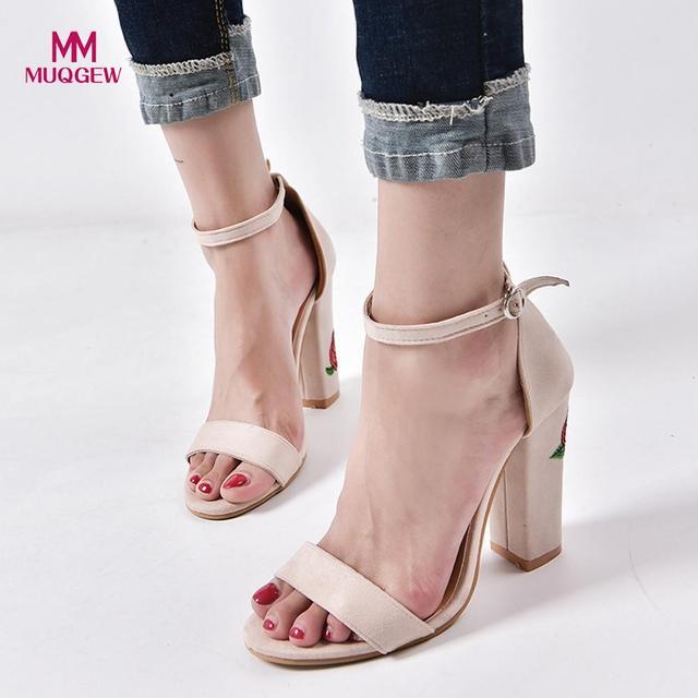d7d9797f74 Mulheres Sapatos de Verão Sandálias de Camurça Rosa Bordado Com Bruto Alta- sapatos de salto