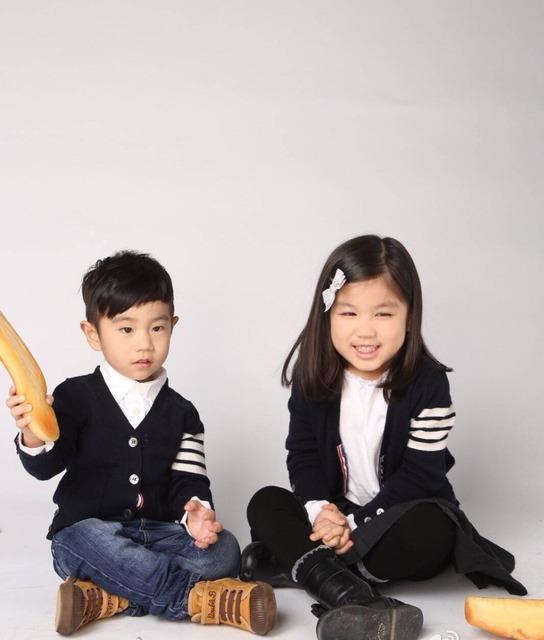 INS 2016 primavera moda de nueva Tira de thom browne traje del Padre-niño Niños suéter suéter de la muchacha Que Hace Punto cardigan tops ropa