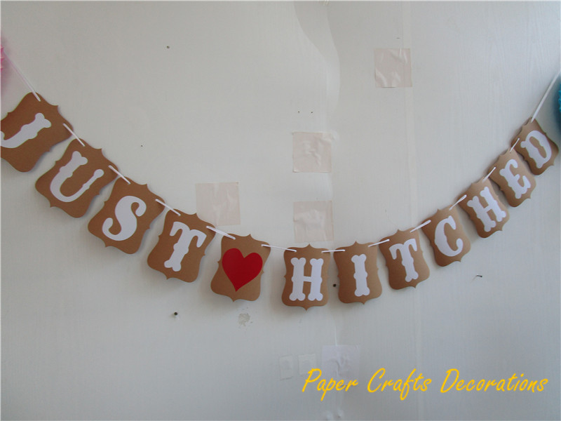 (One Set) 12*16cm Kraft Paper Just Hitched with Red Heart Banner Garland Hanging Bridal Shower Wedding Anniversary Decorations