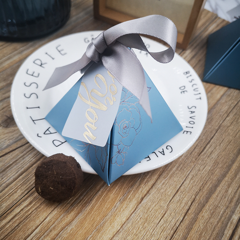 50 <font><b>20</b></font> <font><b>100pcs</b></font> Triangular Pyramid gift box wedding favors and gifts candy box gifts for guest wedding party birthday decoration image
