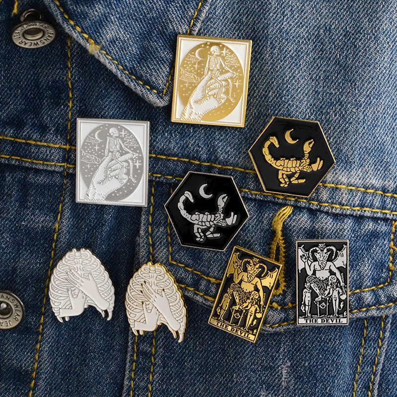 Halloween Pesta Hadiah Setan Kalajengking Tengkorak Kerangka Tulang Rusuk Tangan Halloween Skeleton Bros Lencana Kerah Pin