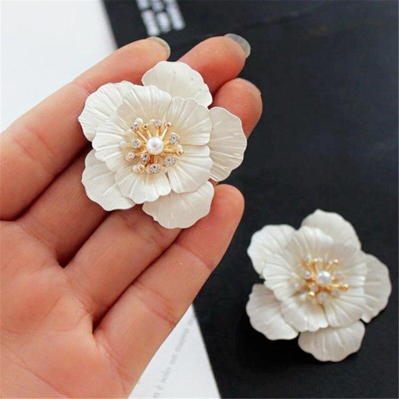 Fashion white flowers Hyperbole earrings Temperament pearl flowers stud earrings for women fine jewelry accessories earrings