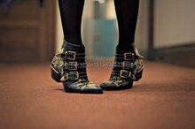 Vente chaude de Spike Clouté Court Cheville Bottes En Cuir Bout Rond Triple Boucle Sangle Femmes Moto Bottes Chaussures Talons Bas Chaussures