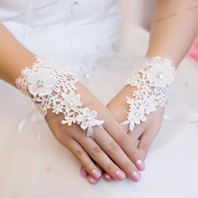 Bridal gloves Ivory/white 2016 new Lace wedding diamond wedding flowers high-end luxury pearl mittens accessories Free shipping