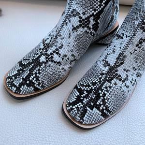 Image 5 - סופרסטאר גדול גודל אמיתי עור zip כיכר טו med העקב נשים קרסול מגפי מסלול אלגנטי אופנה מגפי מותג חורף נעליים l09