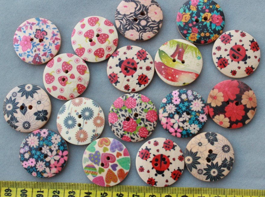 set of 100pcs mixed Floral paint Round 2 holes large wood Wooden buttons Pendants cabs Beads size 30mm