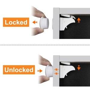 Image 3 - 10 מנעולי 2 מפתחות מגנטי ארון מנעולי בטיחות תינוק קבינט מנעול הגנת ילדים ילדים מגירת הלבשה מובטח בפני ילדים מנעולים