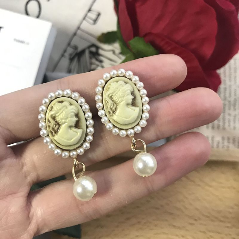 1 Pair Vintage Earrings Carved Women Exquisite Retro Luxury Fashion Ear Stud Ears Clip Badge Precious Noble Elegant Jewelry Deco