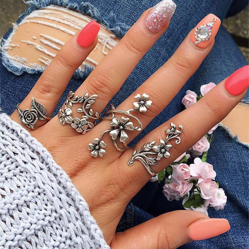 Tocona 4pcs/set Antique Silver Vintage Bohemia Rings Set Rose Flower Rings for Women Charming Bohemia Floral Knuckle Rings 6047