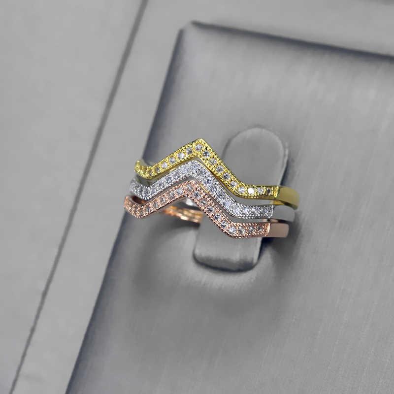 CWWZircons New Trendy Cubic Zircon Pedras 3 Cores Triângulo Mulheres Anéis de Noivado Set Acessórios de Moda CZ Jóias R012