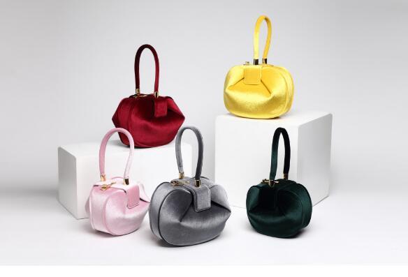 Do stylu 2018 nowy projekt torba aksamit torba damska moda torebki w stylu vintage w Sprzęgła od Bagaże i torby na  Grupa 1