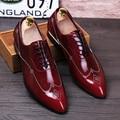 Новый 2016 мужчины башмаки обувь острым носом натуральная кожа заклепки oxfords итальянские мужчины платье обувь с красной подошвой туфли размер 37-43