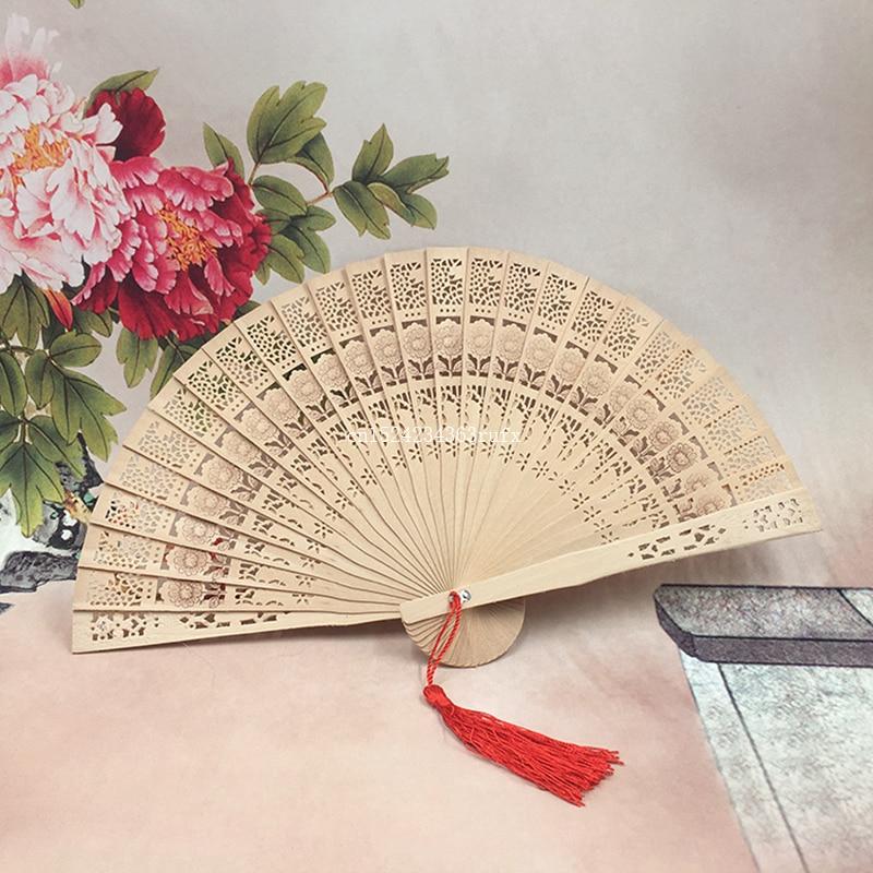 200 pcs bois ventilateur de mariage de style Chinois ventilateur avec nom et date de mariage de mariée et le marié personnalisé parfum en bois éventails dans Party Favors de Maison & Jardin
